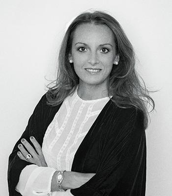 Consultores de comunicación corporativa y empresarial: Valvanuz Serna.