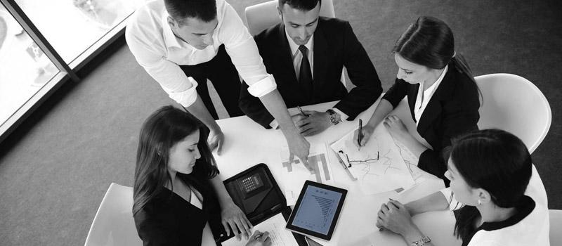 Consultoría de comunicación digital y gestión estratégica de la identidad digital.